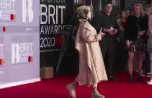 Stars arrive for the 40th Brit awards [Video]