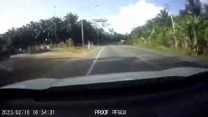 Dust swallows upcoming car after bags of cement falling from truck in Thailand [Video]