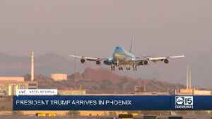 WATCH: Air Force One lands at Phoenix Sky Harbor International Airport ahead of campaign rally [Video]