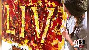Kansas City-area artist creates painting with Super Bowl confetti [Video]
