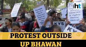 Jamia students detained outside UP Bhawan demanding Dr Kafeel Khan's release [Video]