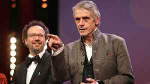 Jeremy Irons disowns past comments on same-s*x marriage and s*xual harassment [Video]