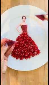 Sweet! Talented woman recreates Jennifer Lawrence dress using a POMEGRANATE [Video]