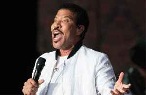 Lionel Richie struggles giving daughters love advice [Video]