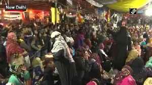 News video: Interlocutors Sadhana Ramachandran Hedge talk to Shaheen Bagh protestors on Day 2
