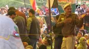 SC nominated Sadhna Ramachandran negotiates with Shaheen Bagh protestors [Video]