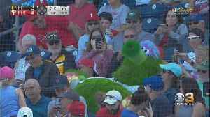 Phillies Fans Have Mixed Reactions To New-Look Phanatic [Video]