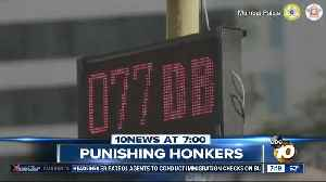 Traffic lights stay red if drivers honk? [Video]