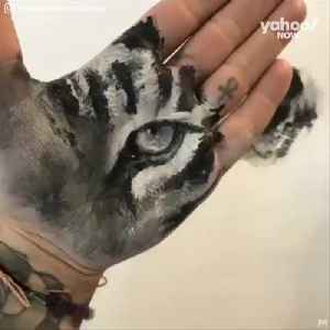 Watch as this artist make absolute masterpieces just using his palms [Video]