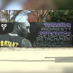 Oklahoma artist creates special mural to honor Kobe Bryant, others killed in helicopter crash [Video]