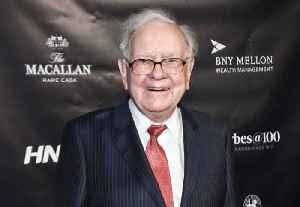 Billionaire Warren Buffett Ditches His Flip Phone for an iPhone [Video]