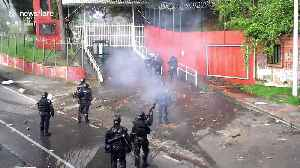 Colombia riot police use water cannon and stun grenades on protesting students [Video]