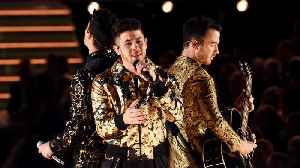 Adam Levine trolled Nick Jonas over Grammys' spinach snafu [Video]