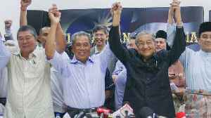 Malaysia Swears In New Prime Minister As Mahathir Forced Out [Video]