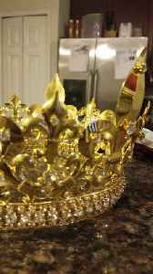 King and Queen wedding crowns [Video]