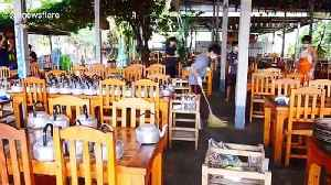 Thai cleaners disinfect restaurant used by worker who returned from coronavirus hot-spot South Korea [Video]