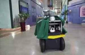 Using a robotic 'arm on wheels' to fight coronavirus [Video]
