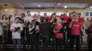 Jason Robinson joins Gareth Thomas in English and Welsh choir [Video]