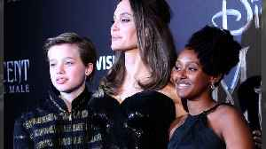 Angelina Jolie's daughter Shiloh leaves hospital on crutches after weekend surgery [Video]