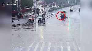 Oxygen cylinder smashes into biker after dropping from transport truck in China [Video]