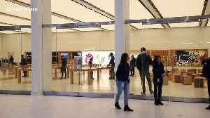 Apple Store prepares to close doors in NYC during coronavirus outbreak [Video]