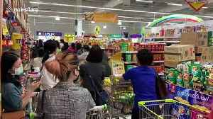 Shoppers queue in supermarket during panic-buying spree in Bangkok [Video]