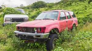 Why There Are Abandoned Cars All Over Hawaii [Video]