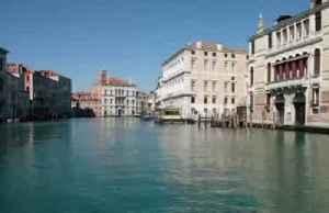 Coronavirus lockdown eases pollution in Venice [Video]