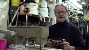 Italian upholstery shop turned into masks workshop [Video]