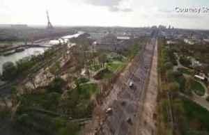 Drone footage reveals empty streets of Paris [Video]