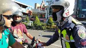 Philippine police stop and confiscate licenses from motorcyclists who are not wearing face masks [Video]