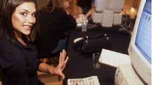 Victoria Beckham sets up home office amid coronavirus crisis [Video]