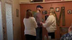 Couple hold a surprise wedding in their kitchen after cancellation [Video]