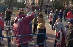Belarus hosts local soccer match despite coronavirus threat [Video]