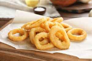 Couple exchanges onion rings after wedding gets canceled [Video]
