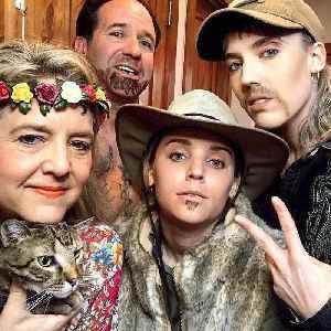 Family hosts 'Tiger King'-themed dinner [Video]