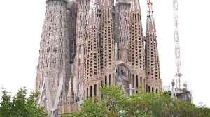 Barcelona's Sagrada Familia landmark rings bells for COVID-19 victims [Video]