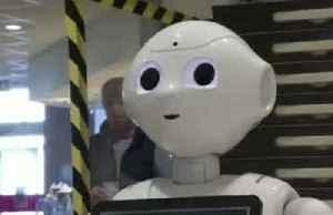 Keep-your-distance robot puts smiles on faces of stressed German shoppers