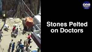 Indore : Crowds get out of hand, pelt stones on healthcare workers, 2 doctors injured |Oneindia News [Video]