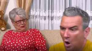 Gogglebox's Lee Riley rips jeans attempting Joe Wicks workout (Channel 4) [Video]
