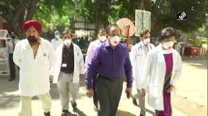 Health Minister Harsh Vardhan visits RML Hospital, praises doctors efforts amid COVID 19 outbreak [Video]