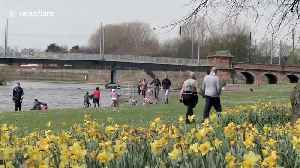 Coronavirus: Brits head out to enjoy sunshine despite advice to stay at home [Video]
