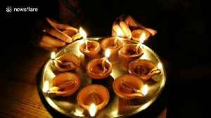 Indians switch off their lights and light candles in show of solidarity in fight against coronavirus [Video]