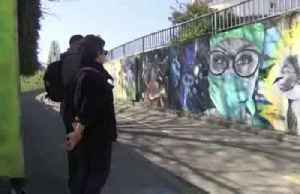 Graffiti artist pays tribute to frontline workers [Video]
