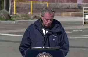 Lack of surgical gowns 'real concern': NYC mayor [Video]