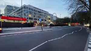 Despite contracting coronavirus, Boris Johnson garners no applause outside hospital [Video]