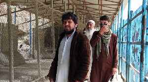Pakistan opens border to allow stranded Afghans to return home in coronavirus prevention measure [Video]
