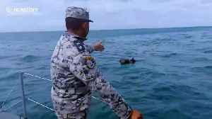 Thai Navy rescue four fishermen floating in the sea after boat capsizes [Video]