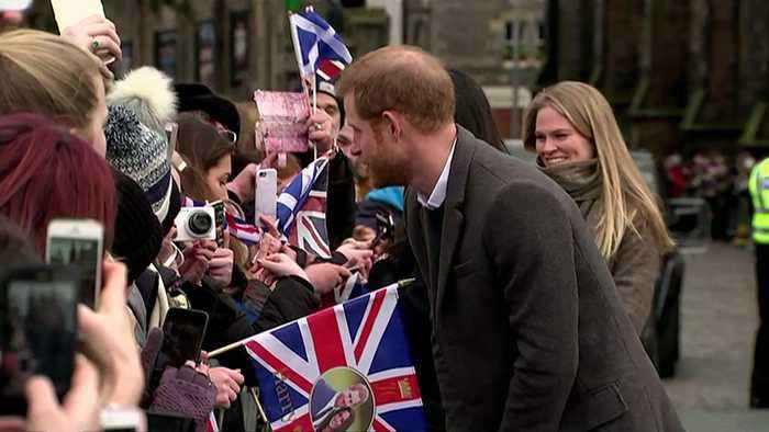 News video: Crowds greet Harry and Meghan outside Edinburgh Castle