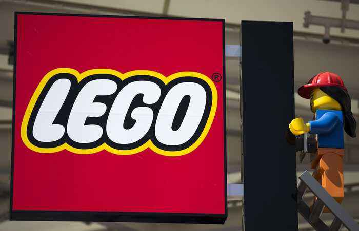 LEGO Trading Oil-Based Plastic Pieces for Plant-Based